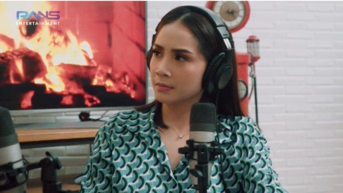 Tangkapan layar. Selebgram Keanu dan artis Nagita Slavina membahas tentang rasa insecure