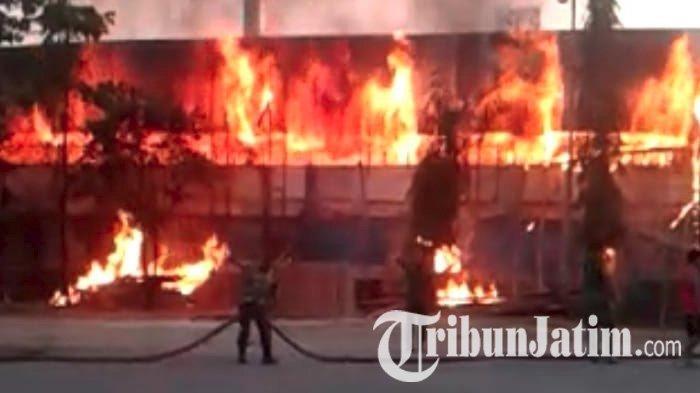 Sedang Direnovasi, Stadion Surajaya Lamongan Kebakaran