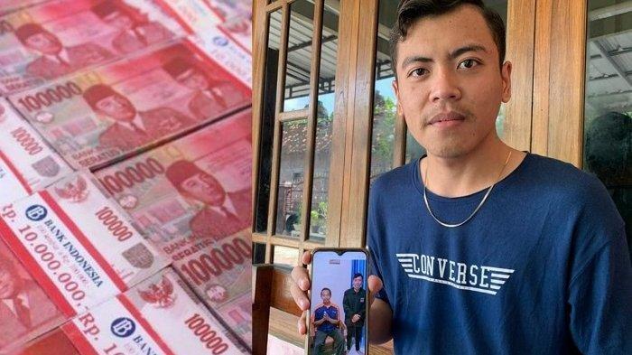 Nova Kurniawanto (20) menunjukkan foto bersama penemu uang bernama Joko di rumahnya Dukuh Tegal Biru, Desa Gaum, Kecamatan Tasikmadu, Kabupaten Karanganyar, Kamis (8/4/2021).