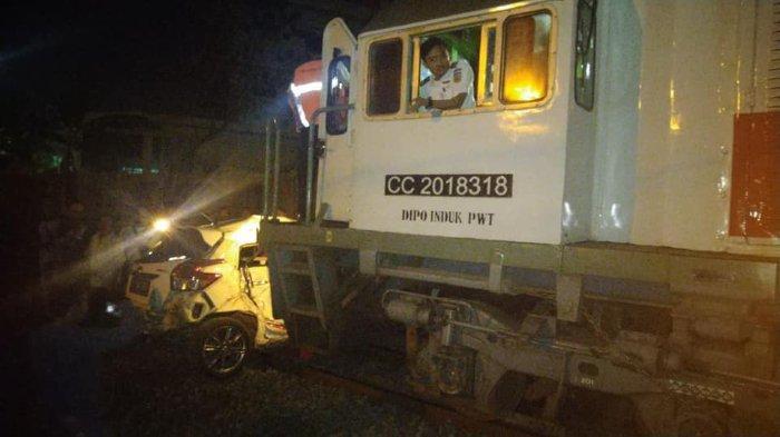 Terjadi Kecelakaan Kereta Api Tabrak Mobil di Purwosari Solo, Mobil Yaris Terseret 300 Meter