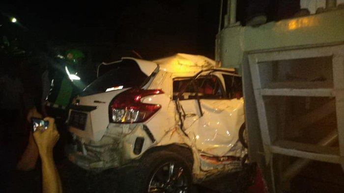 Kecelakaan kereta api tabrak mobil di Purwosari, Solo, Senin (20/5/2019).