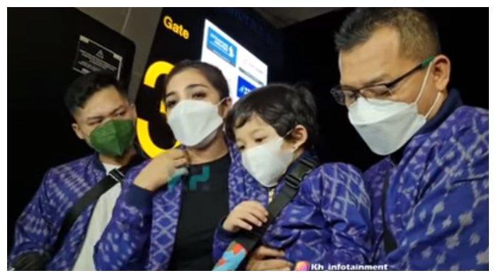 Keluarga Anang Hermansyah dan Ashanty tinggalkan Aurel jalan-jalan ke luar negeri, Senin (10/5/2021).
