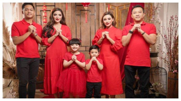 Potret keluarga Anang Hermansyah dan Ashanty merayakan Imlek. Nyaris satu keluarga Anang Hermansyah dan Ashanty dikabarkan positif tertular Covid-19, Senin (15/2/2021).