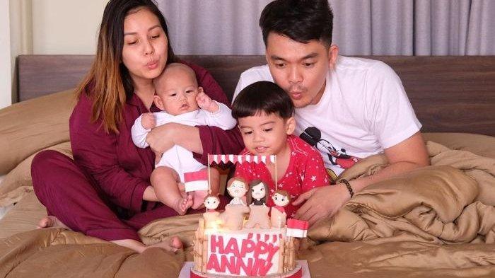 Momen saat Keluarga Selebriti Tya Ariestya rayakan anniversary yang ke-5 - Tya Ariestya dibuat syok oleh perlakuan sang suami, Irfan Ratinggang pada anak kedua mereka, Muhammad Kalundra Ratinggang.