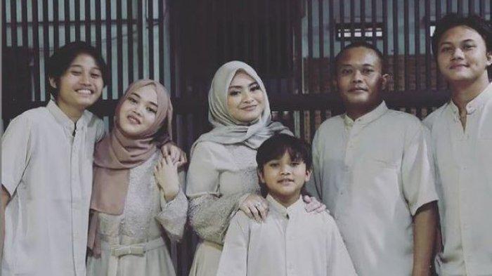 Unggahan foto keluarga Sule bersama Nathalie Holscher, dan 4 anaknya, Senin (19/7/2021). Sule wakili keluarga ucapkan selamat Idul Adha.