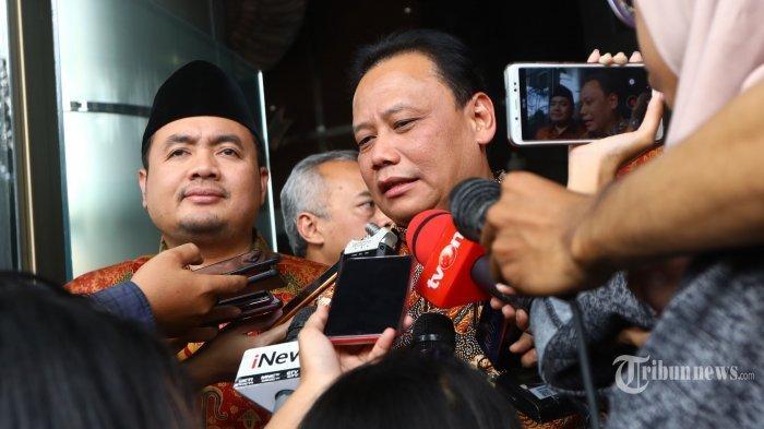 Ketua Bawaslu Abhan memberi keterangan kepada wartawan seusai menemui pimpinan KPK di Jakarta, Kamis (11/4/2019).