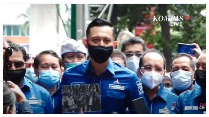 Ketua Umum Partai Demokrat Agus Harimurti Yudhoyono (AHY) datangi kantor Kementerian Hukum dan HAM (Kemenkumham), Senin (8/3/2021).