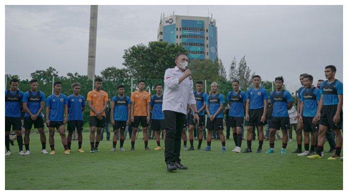 Ketua Umum PSSI Mochamad Iriawan memberikan masukan kepada skuad Timnas Indonesia.