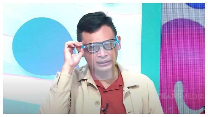 Pakar Mikro Ekspres, Kirdi, dalam kanal YouTube Trans TV Official, Selasa (10/11/2020). Kirdi membaca gerak tubuh Gisel saat memberi klarifikasi terkait video syur mirip dirinya.