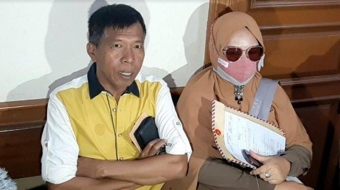 Kiwil bersama istri pertamanya, Rohimah, saat ditemui di Pengadilan Agama Jakarta Selatan, Rabu (20/1/2021).