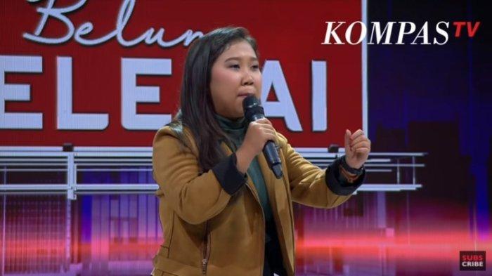 Tangkapan layar aksi komika Kiky Saputri meroasting empat menteri di acara Kompas TV