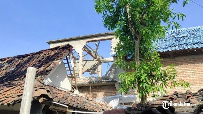 Kondisi rumah di Kecamatan Sukorejo, Ponorogo yang menjadi lokasi insiden ledakan petasan, Rabu (28/4/2021).