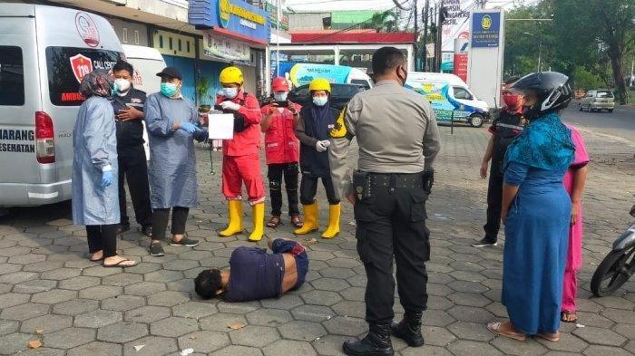 Kondisi korban ditemukan terkapar setelah dilakukan penganiayaan oleh anaknya perukoan Jalan Sriwijaya Kelurahan Tegal Sari kec Candi Sari Kota Semarang. Korban diketahui meninggal setelah dirawat di rumah sakit, pada Senin (17/5/2021).