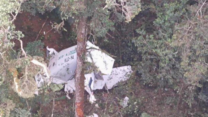 Kondisi Pesawat Rimbun Air yang hancur berkeping-keping setelah menabrak gunung di Kabupaten Intan Jaya, Papua, Rab (15/9/2021).