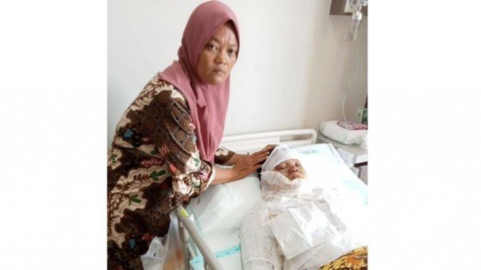 Kondisi Rani Andriani (20) saat ditemani sang ibu, Supriyati, di rumah sakit.
