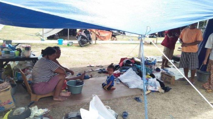 kondisi-tenda-pengungsi-di-balai-kota-tanamodindi-mantikulore-palu-sulawesi-tengah_20181011_171529.jpg