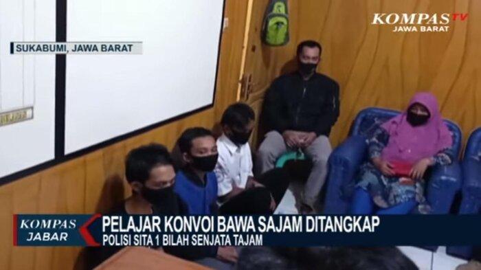 Video Para Pelajar Konvoi di Sukabumi Sambil Acungkan Senjata Tajam, Warga Emosi Teriaki Para Siswa