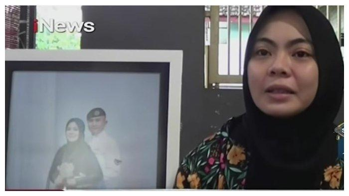 Istri kru kapal selam Nanggala 402, Serda Ede Pandu Yudha Kusuma,  Mega Dhian Pratiwi. Ia menceritakan pesan terakhir sang suami.