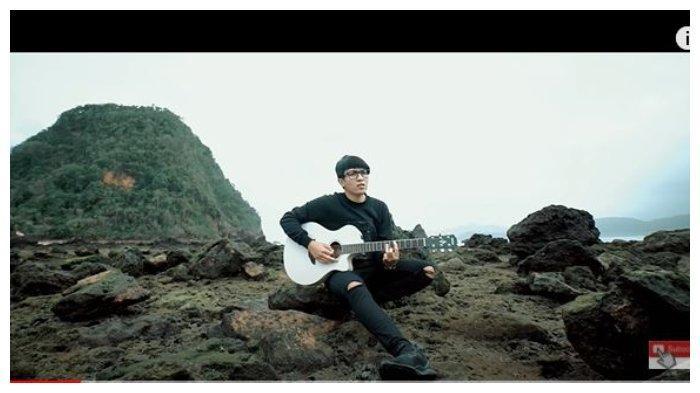 Kunci (Chord) Gitar dan Lirik Lagu Pamit Kerjo - Ilux ID: Ora Ono Niat Ninggal Lungo