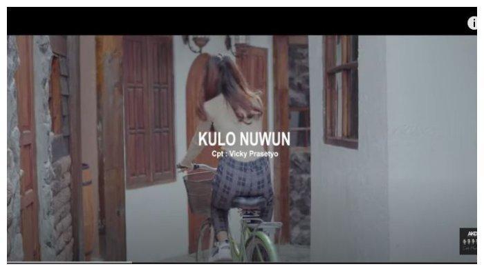 Kunci (Chord) Gitar dan Lirik Lagu Kulo Nuwun oleh AKD Band: Aku sing Milih Lungo
