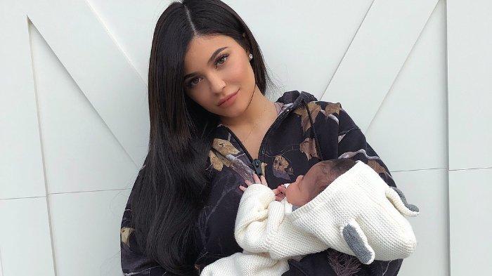 Putrinya Diancam Diculik, Kylie Jenner Hapus Semua Foto yang Perlihakan Wajah Stormi dari Instagram