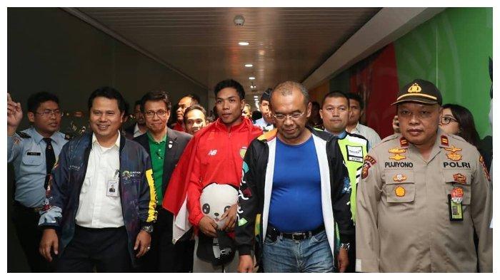 Pulang ke Indonesia, Lalu Muhammad Zohri Disambut Meriah dengan Kalungan Bunga dan Bonus Pembinaan