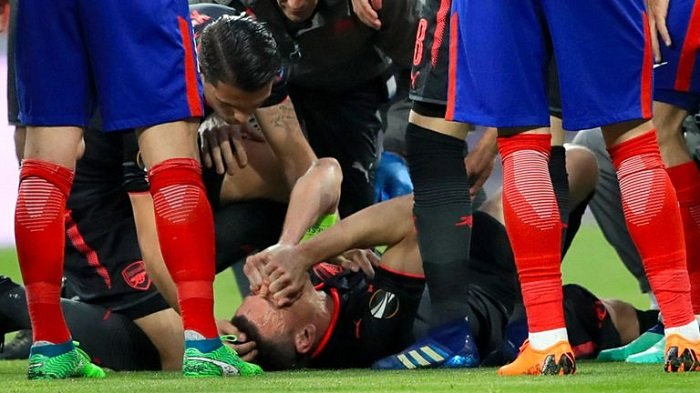 Laurent Koscielny mengalami cedera achilles pada pertandingan kontra Atletico Madrid di ajang Liga Europa.