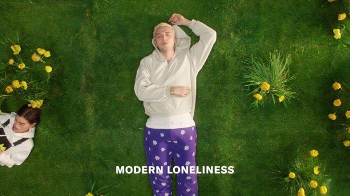 Lirik dan Terjemahan Bahasa Indonesia Lagu 'Modern Loneliness' - Lauv, Never Alone, Always Depressed
