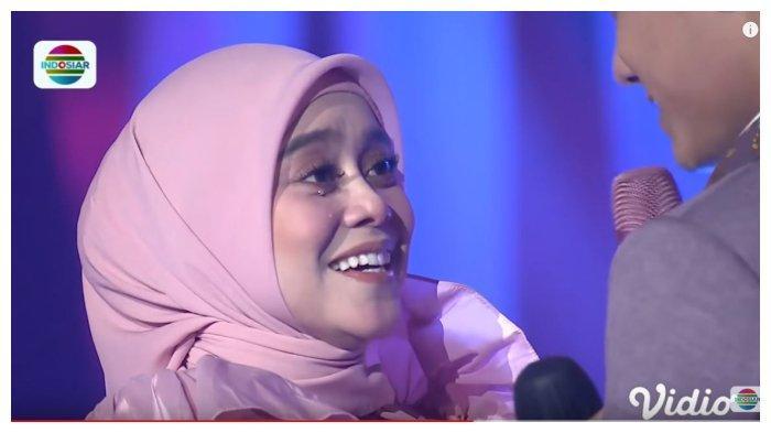 Lesti menangis di hadapan Rizky Billar saat menyanyikan lagi 'Terlena', dalam kanal YouTube Indosiar, Sabtu (31/10/2020).