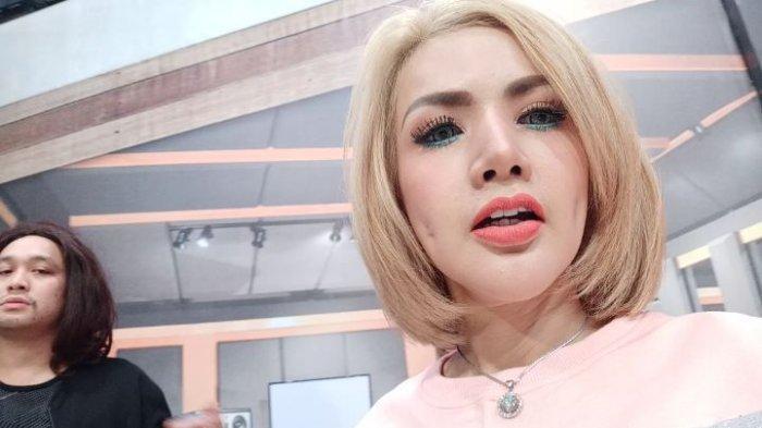 Ditantang Translate Bahasa Indonesia Ke Bahasa Inggris Barbie Kumalasari Salahkan Lesung Pipi Baru Halaman 3 Tribun Wow