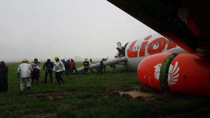 Pesawat Lion Air JT714 jurusan Jakarta-Pontianak tergelincir di Bandara Supadio, Sabtu (16/2/2019).