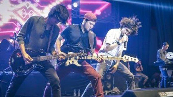 Kunci Chord Gitar Dan Lirik Lagu Kita Sheila On 7 Dan Kau Bisikkan Kata Cinta Tribun Wow