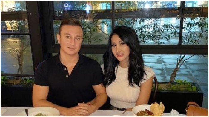 Unggahan Instagram Lucinta Luna saat bersama kekasih barunya, Idris Bozkurt alias Papa Ur Son, Selasa (22/6/2021).