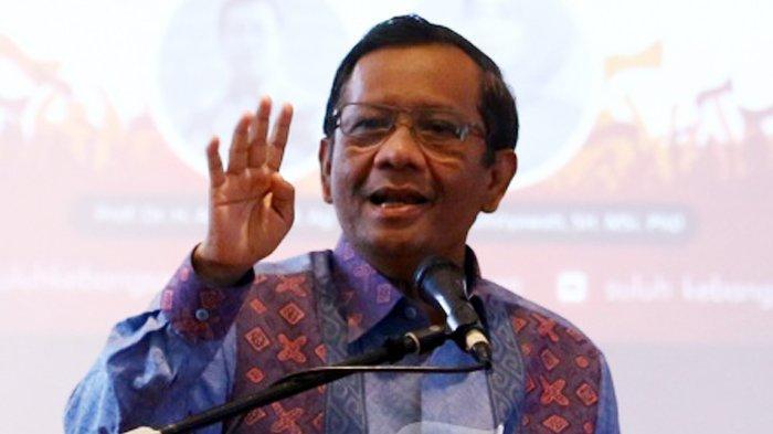 MAHFUD MD - Mantan Ketua Mahkamah Konstitusi, Mahfud MD hadiri diskusi yang bertajuk Saresehan Kebangsaan, di Four Points Hotel, Medan, Sumatera Utara, Sabtu (9/2/2019).