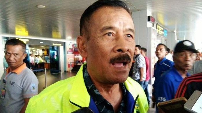 Manajer Persib Bandung, Umuh Muchtar, memberikan keterangan terkait gol striker Persija Jakarta, Marko Simic, ke gawang timnya saat pertandingan pekan kedelapan Liga 1 2019