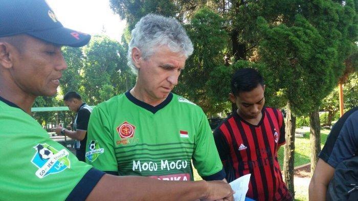 Mantan Pelatih PS Tira, Ivan Kolev yang akan melatih Persija Jakarta
