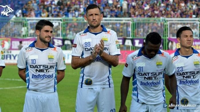 Juan Belencoso (dua dari kiri) saat masih memperkuat Persib Bandung bersama Robertino Pugliara, David Laly, dan Kim Kurniawan.