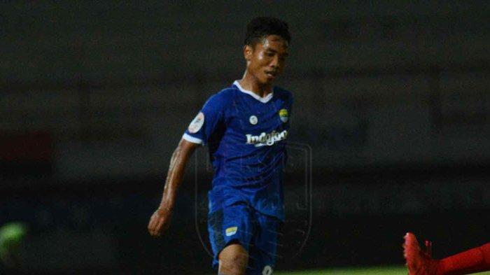Pemain bertahan Persib U-19 Mario Jardel. Mario Gomez panggil Mario Jardel ke Balikpapan untuk bergabung dengan Persib senior yang akan menghadapi Madura United.