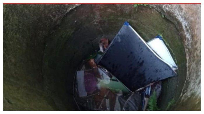 Sumur yang digunakan untuk membunag Alquran dan kitab di Banyuwangi Kamis (21/3/2019)