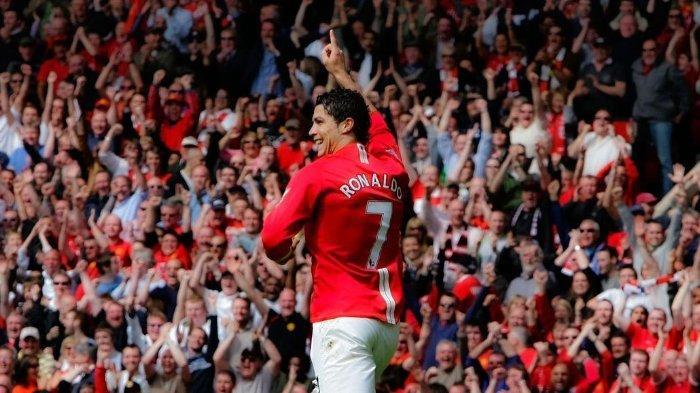 Megabintang asal Portugal, Cristiano Ronaldo saat merayakan gol berseragam Manchester United.