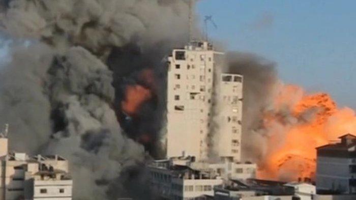 Menara di Gaza yang meledak karena serangan bom Israel yang tanpa sengaja terekam dalam siaran TV.