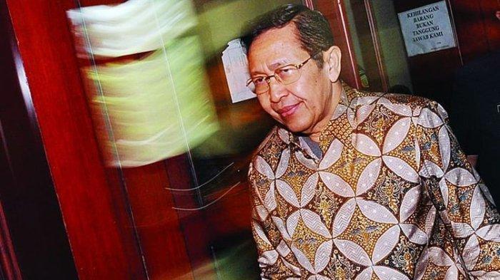 Menteri Dalam Negeri Kabinet Gotong Royong Hari Sabarno.