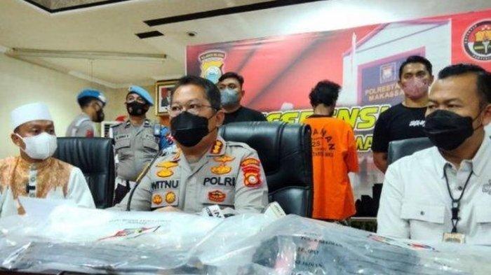 Konferensi pers penangkapan pembakar mimbar Masjid Raya Makassar di Markas Kepolisian Resor Kota Besar Makassar, Sabtu (25/9/2021)