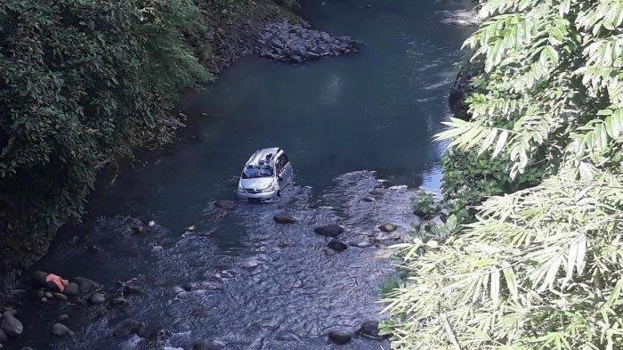 Pernikahan Berujung Duka, Mobil Rombongan Pengantin Melaju Kencang dan Terjun ke Sungai