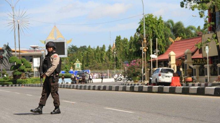 Video Polisi Kepung Terduga Teroris yang Bersembunyi di Rumah Dinas Wakapolda Riau
