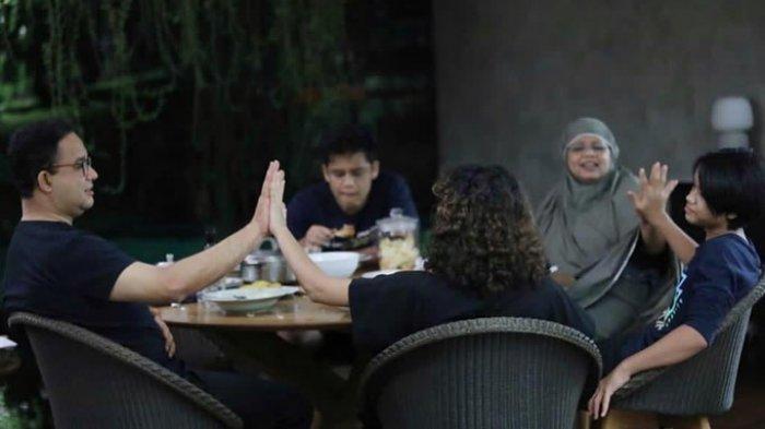 Gubernur DKI Jakarta Anies Baswedan mengunggah momen kebersamaan dengan keluarganya, Minggu (10/4/2021).