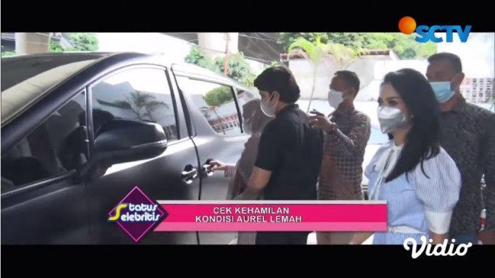 Momen Krisdayanti dan Atta Halilintar setelah selesai mengantar Aurel memeriksakan kandungan, Selasa (18/5/2021).