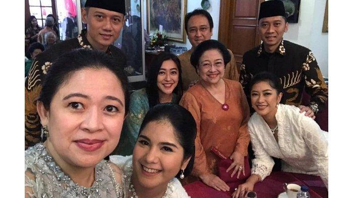 Momen langka saat keluarga SBY berswafoto dengan keluarga Megawati