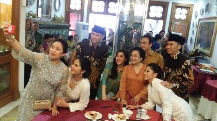 Momen Megawati Soekarnoputri Berswafoto dengan Keluarga SBY, Rabu (5/6/2019).