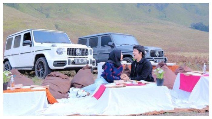 Momen romantis Atta Halilintar dan Aurel Hermansyah di Bromo, Kamis (10/6/2021).